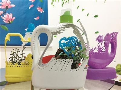 白色的天鹅,黄色的花朵,紫色的蝴蝶……五颜六色的洗衣液